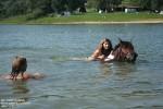 … i Jasmon chętnie pływają