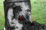 … na niegdysiejszym przykościelnym cmentarzu